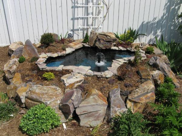 Small backyard water features modern diy art designs for Diy patio pond